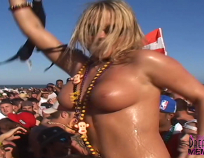 2020-09-23-Topless-Spring-Break-Beach-Party
